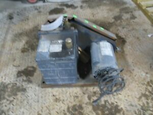 Welch Duo seal Vacuum Pump With Motor Mod 1402 Does Work 220340c used