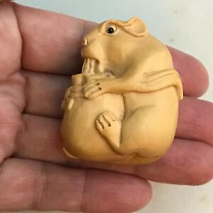 Japanese Carved Wood Netsuke Mouse Yellow Box Wood Clean And Nice 1