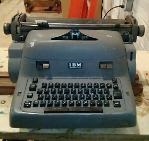 Not Working Ibm Executive Typewriter Model 14 C For Parts Or Repair Bold Face 1