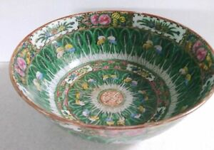 Chinese Canton Porcelain Bowl 10 Diameter Qing Dynasty 1900 Green Butterflies