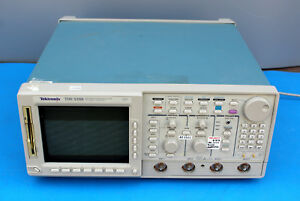 Tektronix Tds 520b Two Channel Digitizing Oscilloscope powers On as is