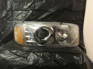 2001 2006 Gmc Jimmy yukon sierra Passenger Side Headlight