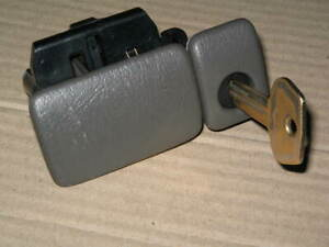 1999 2004 Chevy Tracker Glove Box Latch Handle Gray Suzuki Vitara With Key