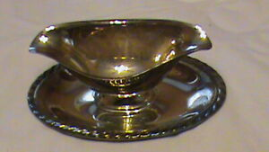 Wm Rogers Silverplate Double Spout Sauce Gravy Boat Attached Plate