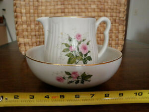 Vintage Hall S Small Wash Bowl And Pitcher Set