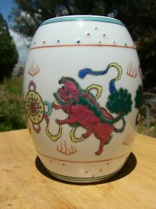 Vintage Chinese Foo Dog Kylin Lion Porcelain Lidded Jar