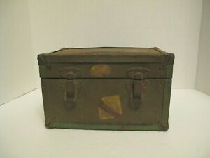 Vintage 1930 50 S Child S Wooden Small Trunk W Green Metal Trim Rustic