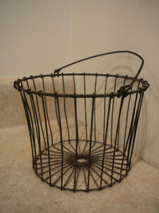S25 Antique Vintage Wire Basket Chicken Eggs Easter Basket Decoration