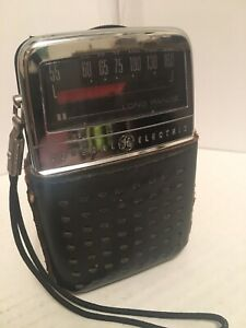 Vintage General Electric Hand Held Long Range Am Radio W Leather Case Very Rare