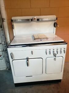 Vintage 1940 Model B Chambers Gas Oven Range cook With The Gas Turned Off