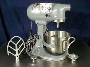 Hobart Mixer N50 5qt Mixer 3 Attachments And Bowl Very Nice Condition
