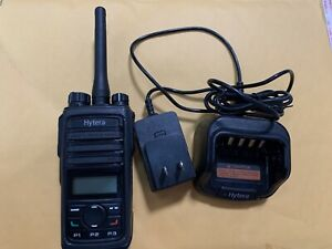 Hytera Pd562 U 1 400 470mhz Uhf 16ch Two Way Radio W Charger Antenna Clip Mint
