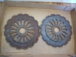 2 Vintage Cast Iron Ih Planter Plates 622174r1 International Harvester