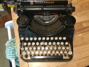 Antique Underwood Portable Typewriter Still In Its Carry Case And Works