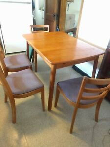 Vntg Maple 5 Pc Kitchen Set 4 Chairs Hidden Self Storing Leaf Dining Table Pads