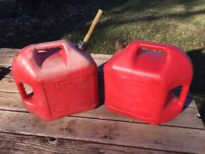 Blitz 5 Gallon Gas Fuel Plastic Can Pair 1 Vented 1 W Pullout Spout faded