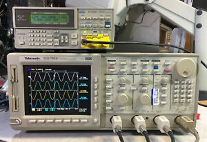 Tektronix Tds784d Oscilloscope 1ghz 4gs s 13 1f Hd 2m 2f 2c Cem Jit Eye Lcd