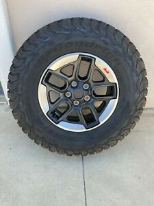 Upgraded Jeep Wrangler Rubicon 5 Oem 17 Wheels Tires Bfg Ko2 285 70 17