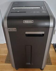 Fellowes Powershred 225i Jam Proof 22 sheet Strip Cut Commercial Grade Used
