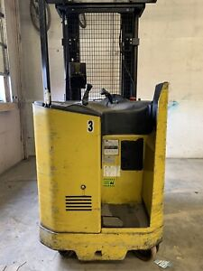 Yale Nr040adns24te091 4 000lbs Electric Warehouse Forklift Reach Truck W charger