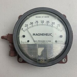 Dwyer Magnehelic Gauge 0 2 Inches Of Water Model 2002