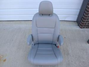 2015 2020 Toyota Sienna 2nd Row Right Seat Seat Belt Buckle Leather Gray Ash