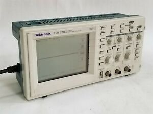 Tektronix Tds220 100mhz 1gs s 2 channel Digital Real Time Oscilloscope W tds2cm