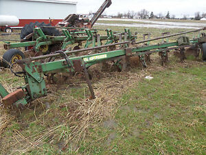 John Deere 2500 7 Bottom Plow