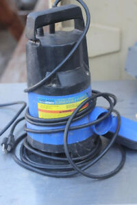 Industrial Liquid Or Water Pump By Chicago Submersible With A Float Switch