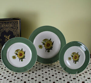 Collectors Set Of 3 Cabinet Plates Pastel Green Band