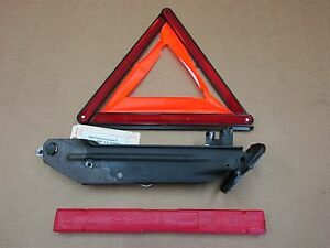 04 Cayenne S Porsche Spare Jack Lift Hazard Sign Triangle 7l0011031b 120 867