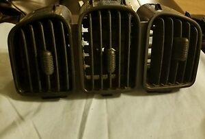 01 07 Dodge Chrysler Jeep Ac Heat Center Dash Vents 05009038aa Three 3 Vent