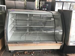 Hussman Cgvn59u Non refrigerated Bakery Display Case