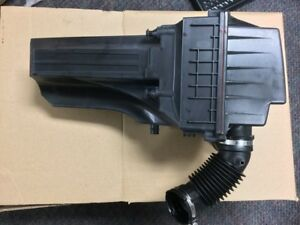 Genuine Oem Ford Fiesta Intake Air Cleaner Assembly C2bz 9600 c