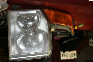 2006 2007 2008 2009 2010 Jeep Commander Right Headlight