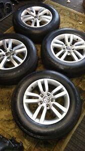 Set 4 Genuine Vw Tiguan Alloy Wheels With Almost New 215 65r16 Tires 2012 16