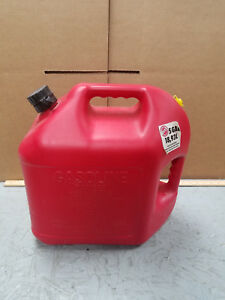 Blitz 5 Gallon Gas Can Model 11833 Easy Pour 18 9 Liters Nice
