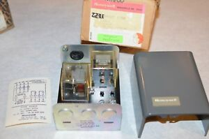 New Honeywell R882f 1038 Switching Relay 24 Volt 2 wire