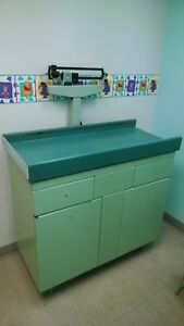Midmark Ritter 109 Pediatric Baby Weight Table Attached Scale green