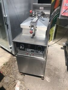 1 Henny Penny 500 Electric Pressure Fryer With Filtration System