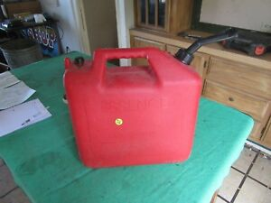 Vintage Used Solid Condition Vented 6 1 2 Gallon Gas Can Lot 18 39 8