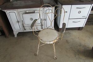 Vintage Twisted Iron Cafe Restaurant Chair With Wooden Arms 1761p