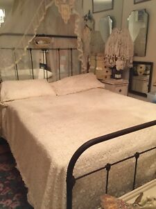 Antique Cream Lace Bedspread Set W Pillow Covers Taffeta Backing Ruffle Edge