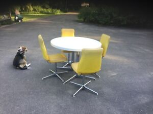 Vintage 1950s Retro Formica Chrome Kitch Dinette Table 4 Chairs