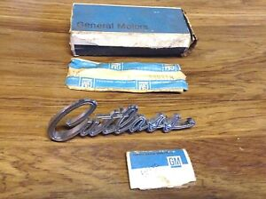 1967 Oldsmobile Cutlass Front Fender Script Emblem With Retainers 589980 Nos Gm