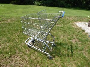 Small Store Wire Shopping Cart Excellent Pre Owned Condition