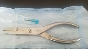 V Mueller Surgical Orthopedic 6 3 8in 16 2cm Needle Nose Pliers Os901