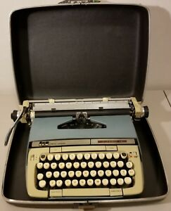 Vintage smith Corona classic 12 manual Typewriter Hard Case Tested Works