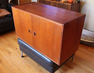 Danish Teak Floating Wall Stereo Record Cabinet Unit Hg Furniture Hansen Guldbor