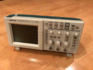 Tektronix Tds1012 2 channel 100mhz 1gs s Oscilloscope With P2200 1x 10x Probes
